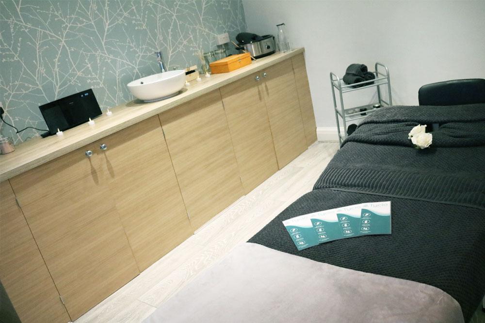 holistics-room-1